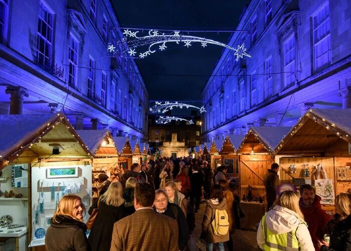La ciudad de Bath es el epicentro de uno de los mercados navideños más impresionantes de Reino Unido