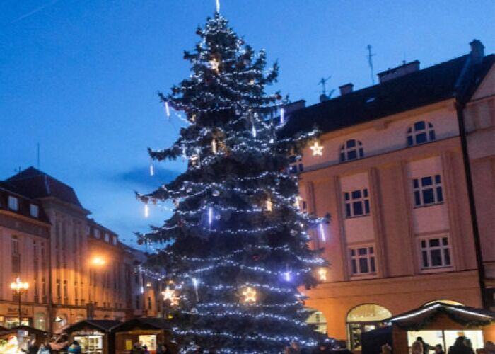 La ciudad de Hradec Králové se llena de miles de colores y luces para celebrar las navidades