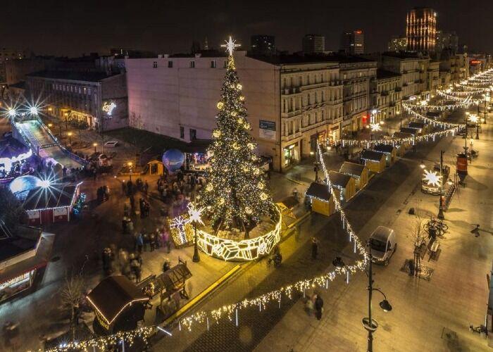 La ciudad de Lodz se llena de luces y adornos para recibir los Mercados Navideños