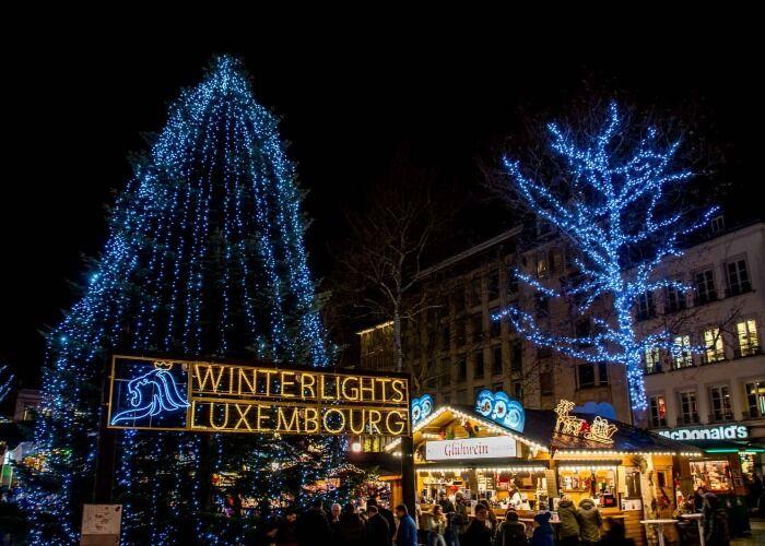 La ciudad de Luxemburgo es decorada con millones de luces para las fiestas decembrinas