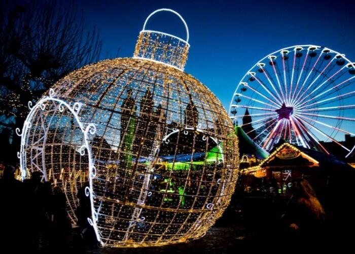 La ciudad de Maastricht se llena de maravillosos adornos luminosos para las fiestas decembrinas