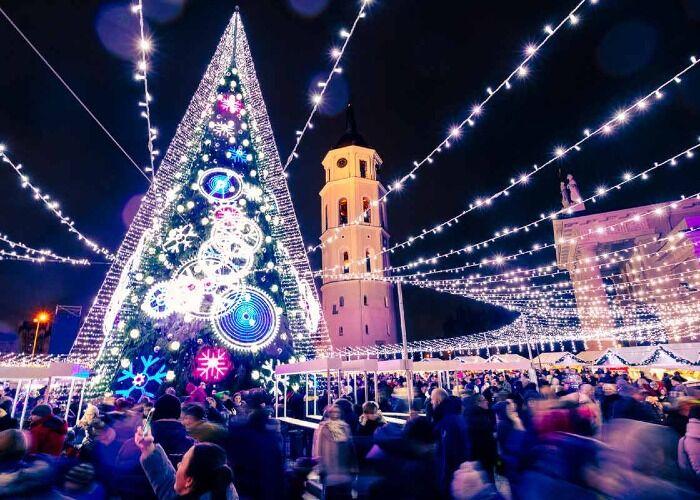 La ciudad de Vilna se llena de millones de luces para recibir las navidades