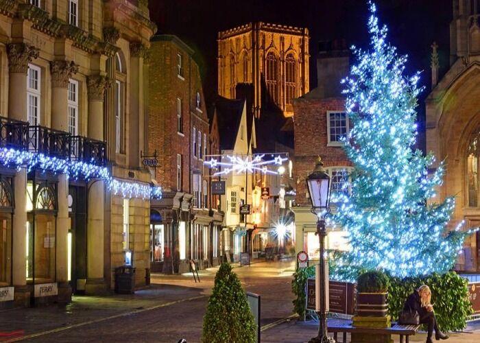 La ciudad de York se engalana de luces para celebrar el Mercado Navideño y las fiestas decembrinas