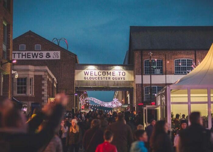 La ciudad se llena de miles de colores para recibir el Mercado Navideño Victoriano de Gloucester Quays