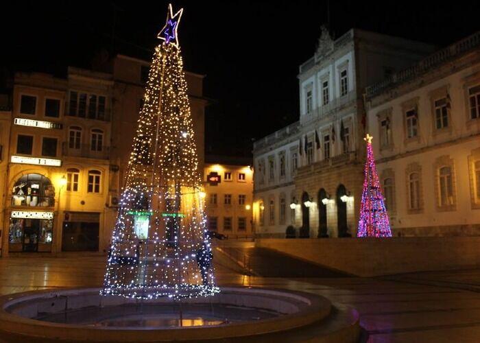 La ciudad se llena de mucha emoción, alegría y luces para celebrar el Mercado Navideño de Coímbra
