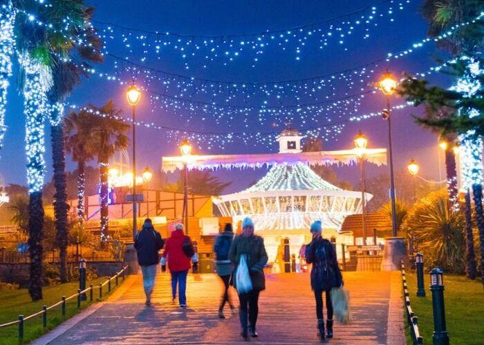 Las luces y adornos toman control sobre Bournemouth durante las fiestas decembrinas