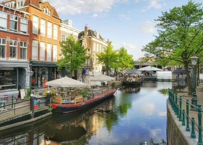 Los canales de la ciudad de Leiden son una auténtica maravilla, uno de los atractivos turísticos más desatados de la ciudad