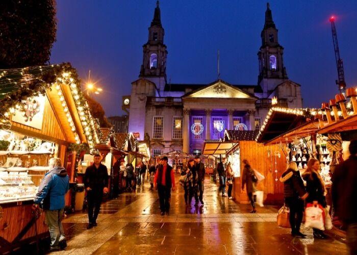Los turistas y residentes salen a las calles a disfrutar del Mercado Navideño de Leeds