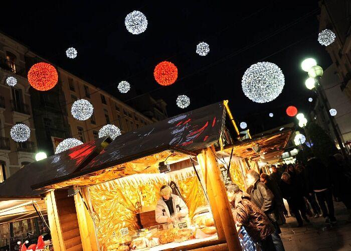 Miles de personas asisten al Mercado Navideño de Grenoble cada año