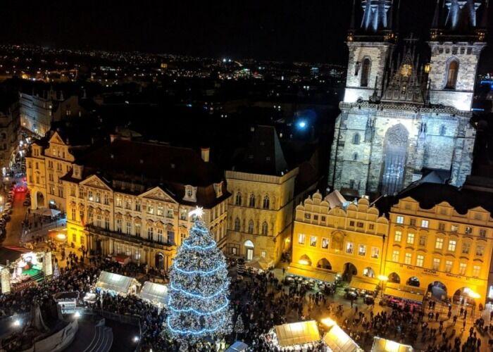 Miles de personas asisten cada año a los diferentes Mercados Navideños de Praga