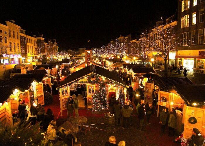 Miles de personas asisten cada año al Mercado Navideño de Leiden para comprar obsequios y dulces
