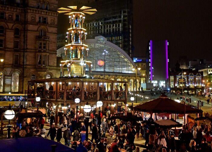 Miles de personas asisten cada año al Mercado Navideño de Liverpool para comer y celebrar juntos