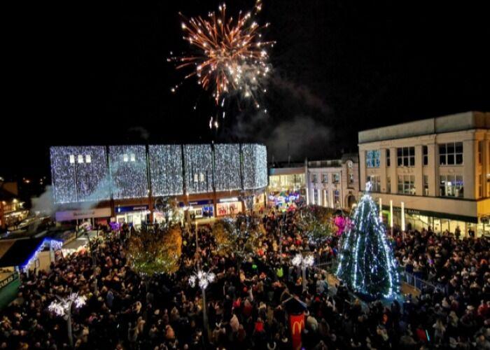 Miles de personas inundan las calles de la ciudad durante la Feria Navideña de Great Yarmouth