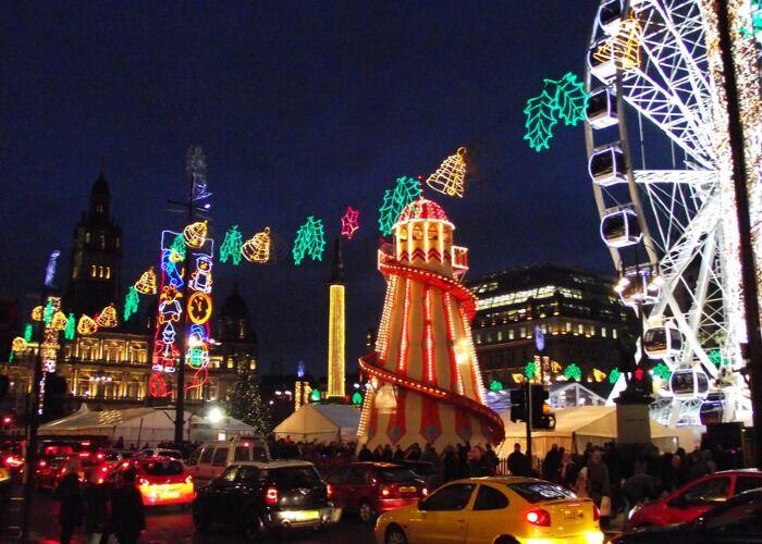Millones de luces cubren cada rincón de Glasgow para animar las navidades y el mercado Navideño