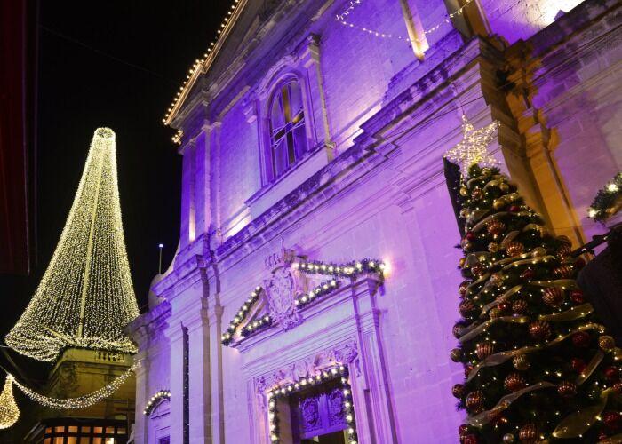 Rabat se viste de gala con luces, adornos y lazos para el Natalis Notabilis