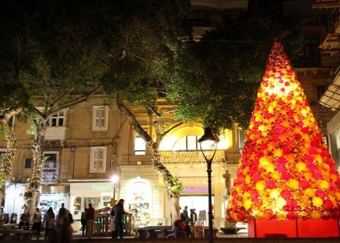Sliema se llena de luces y adornos para celebrar las navidades