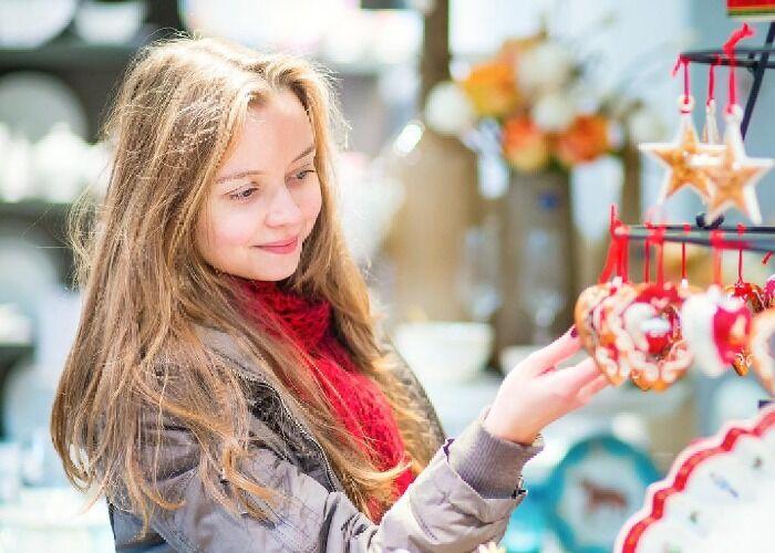Tanto niños como adultos forman parte de los eventos y actividades del Mercado Navideño de Richmond en Londres