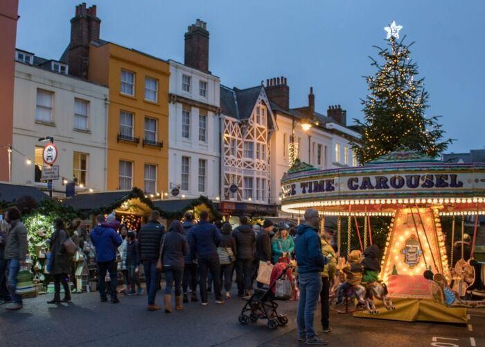 Te invitamos a acercarte a las calles de Oxford y formar parte de los eventos y atracciones durante las fiestas navideñas