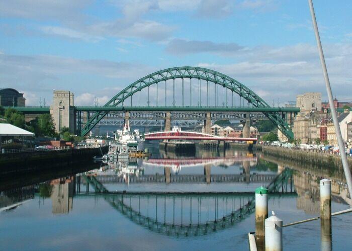 Te recomendamos pasear a las orillas del Río Tyne en la ciudad de Newcastle