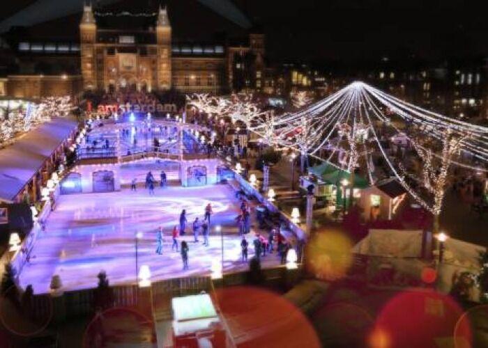Toda Ámsterdam se llena de miles de luces y adornos para el Ice Village