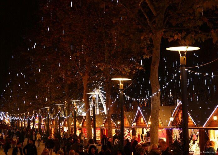 Toda la ciudad se llena de luces para recibir el Mercado Navideño de Perpiñán
