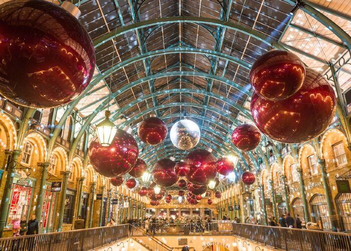 Toda la ciudad de Londres se prepara y se llena de adornos y colores para celebrar el Mercado Navideño de Hatton Garden