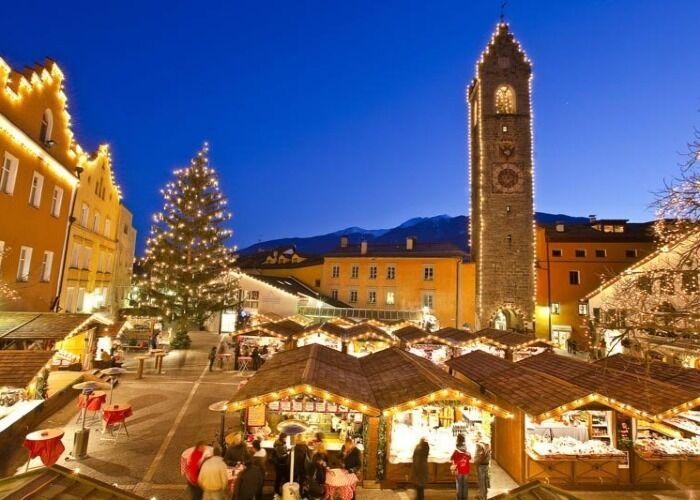 Todo Vipiteno se llena de luces y fiesta durante el Mercado Navideño