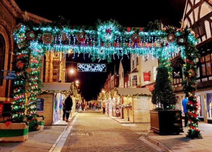 Todo es felicidad, colores y luces durante el Mercado Navideño de Salisbury
